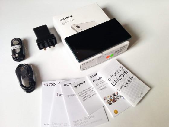 Ambalaj si Accesorii Sony Xperia Z5