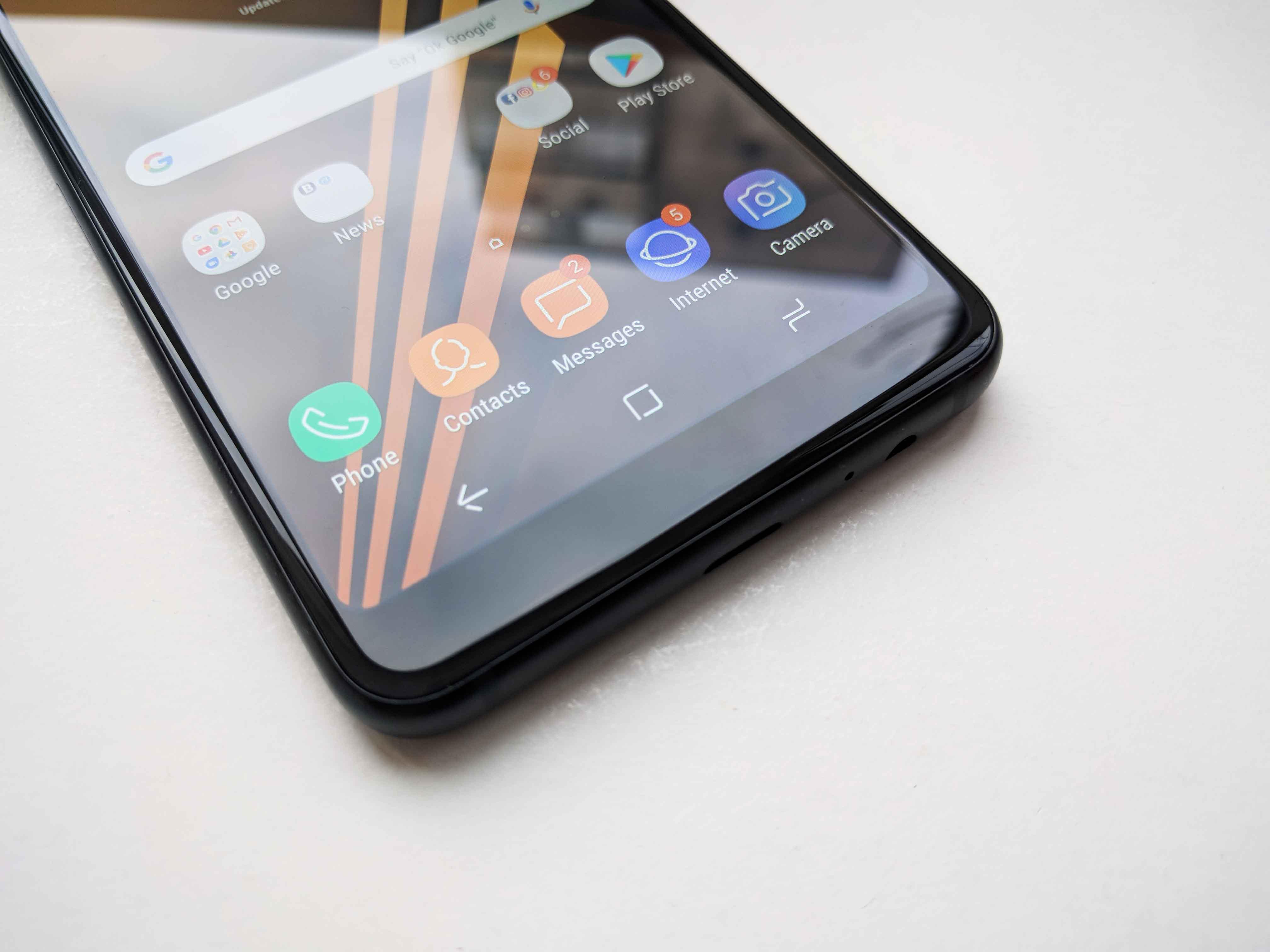 Samsung Galaxy A8 (2018) Review Romana - Foto 4