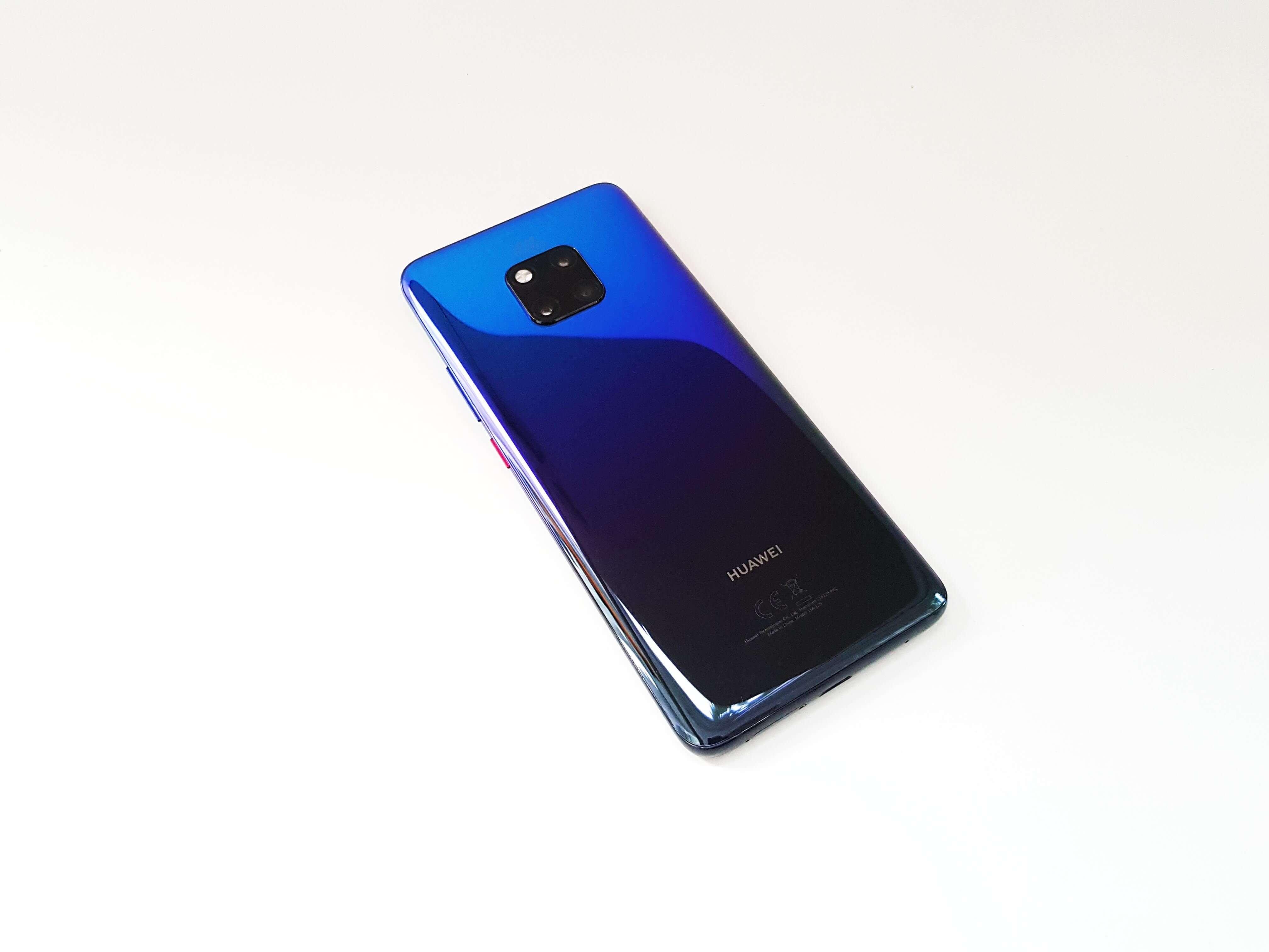 Cat tine bateria pe Huawei Mate 20 Pro