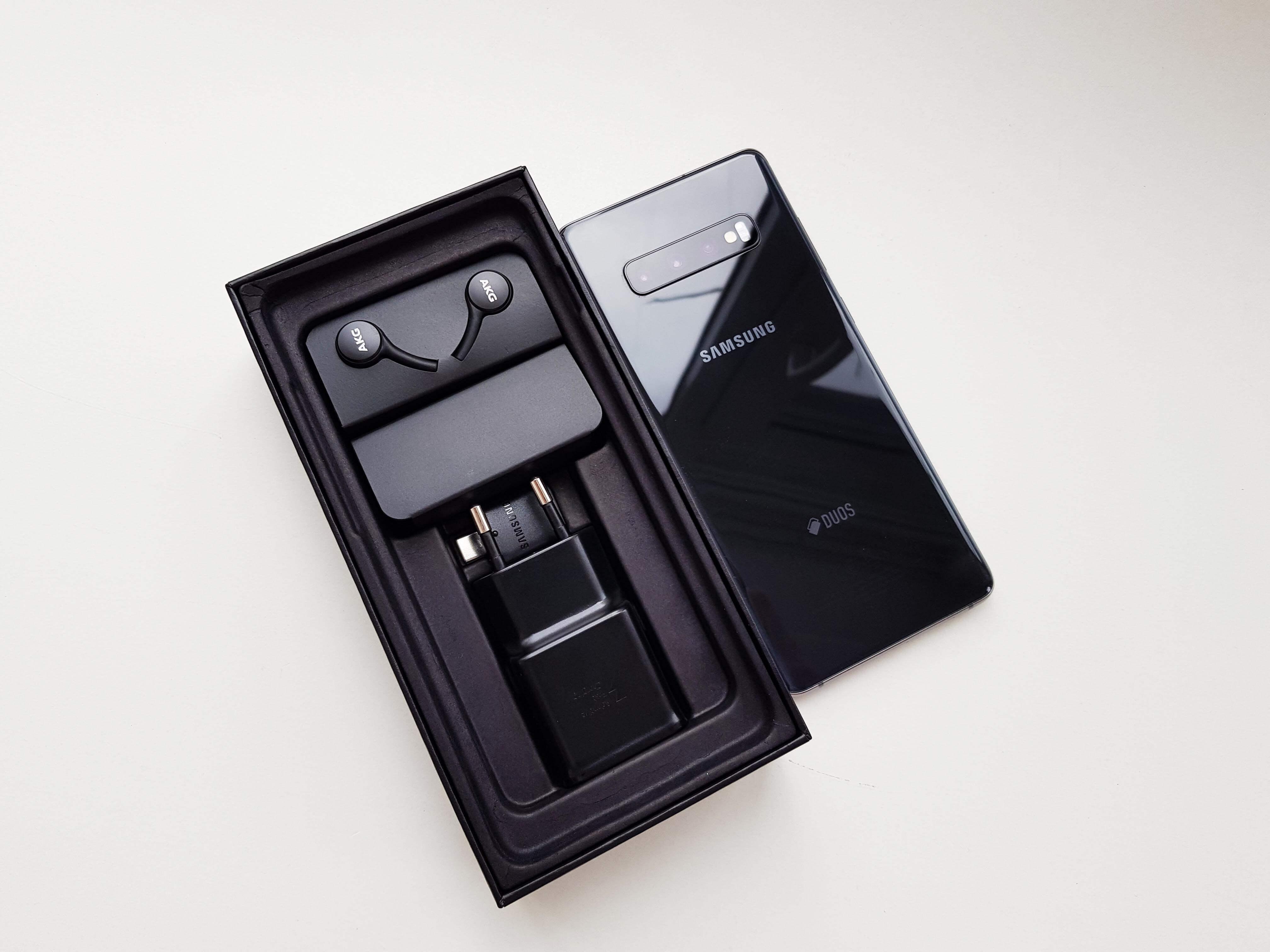 Samsung Galaxy S10 Plus Review Romana si Pareri - Ambalaj si accesorii 2