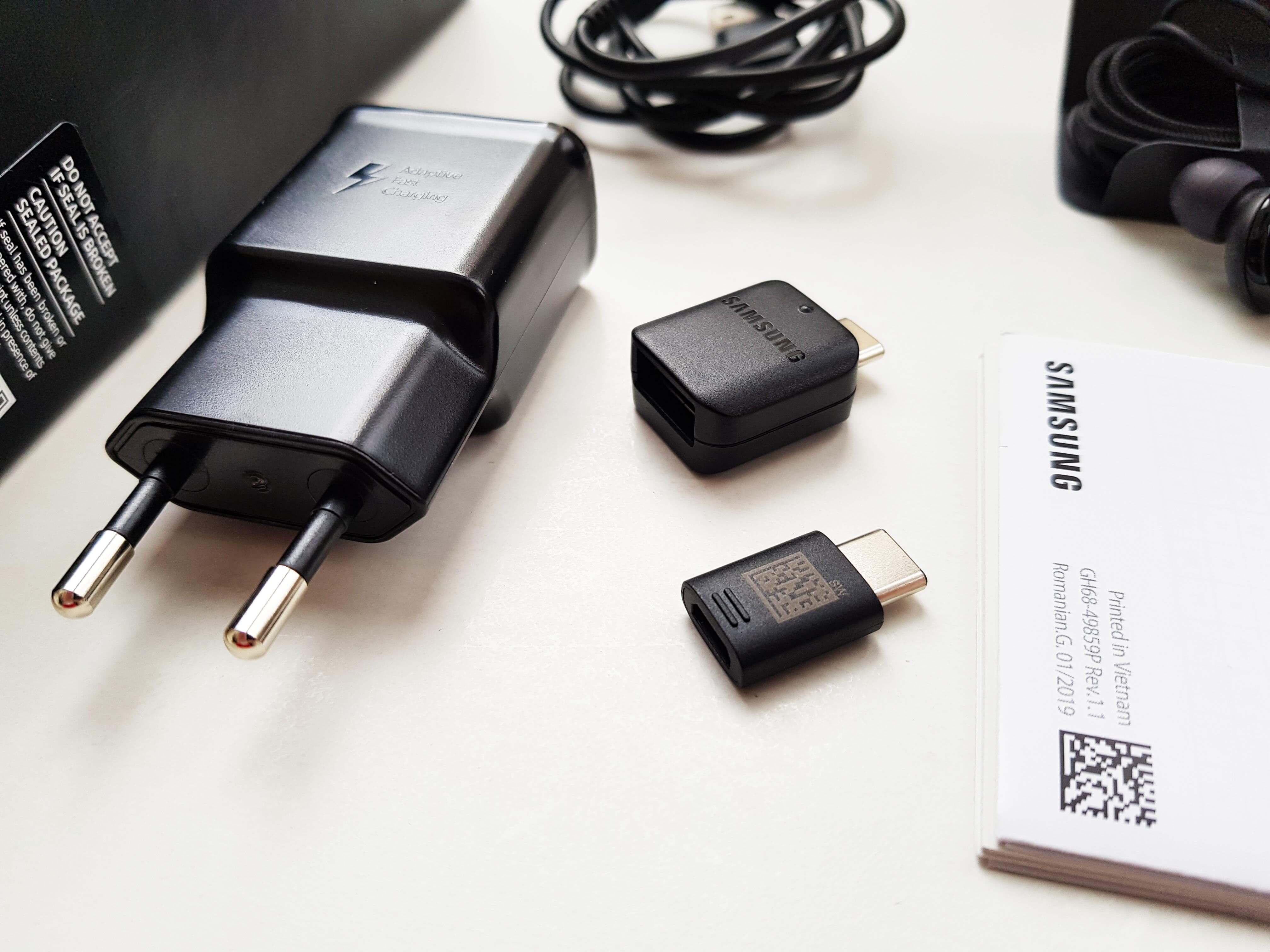 Samsung Galaxy S10 Plus Review Romana si Pareri - Ambalaj si accesorii 3