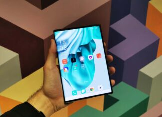 Am pus mana pe OPPO X 2021OPPO X 2021 - Hands-on cu primul telefon rulabil